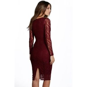 Boohoo Dresses - NWT Boohoo Lace Deep Plunge Bodycon Midi Dress